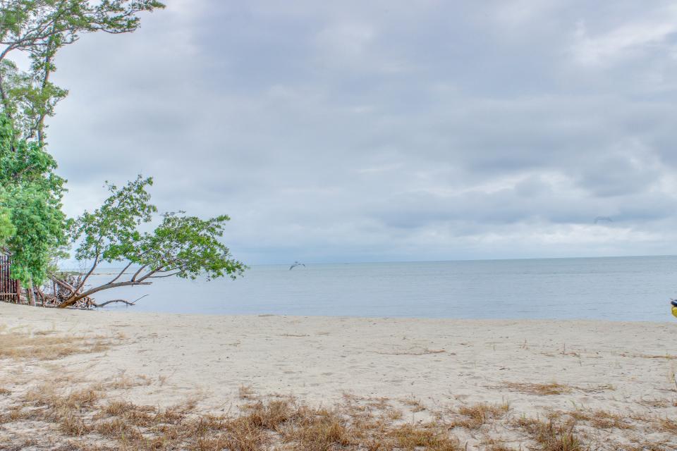 Oceanus Cabanas - Dangriga Vacation Rental - Photo 32