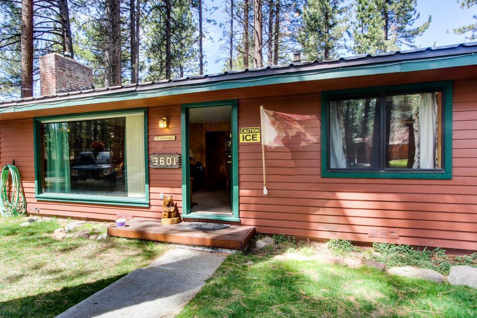 Spruce Grove Bear 39 S Den Cabin 2 Bd Vacation Rental In