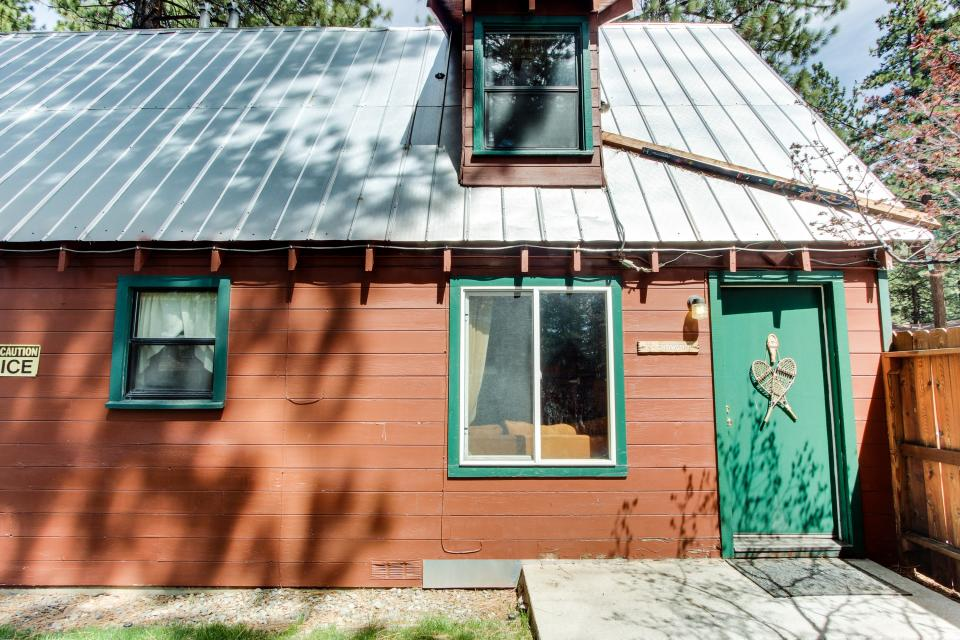 Spruce Grove Snowshoe Cabin - South Lake Tahoe Vacation Rental - Photo 4