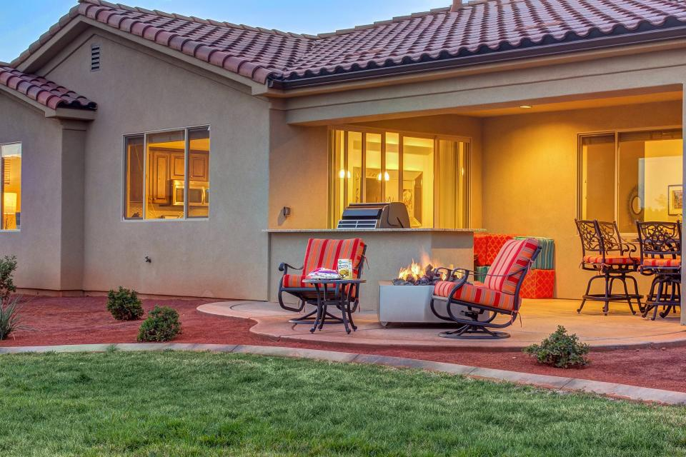 Mountain View Retreat: Paradise Village at Zion #39 - Santa Clara Vacation Rental - Photo 2