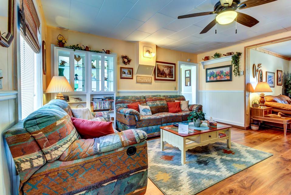 Ye Olde Yellow House - Parowan Vacation Rental - Photo 3