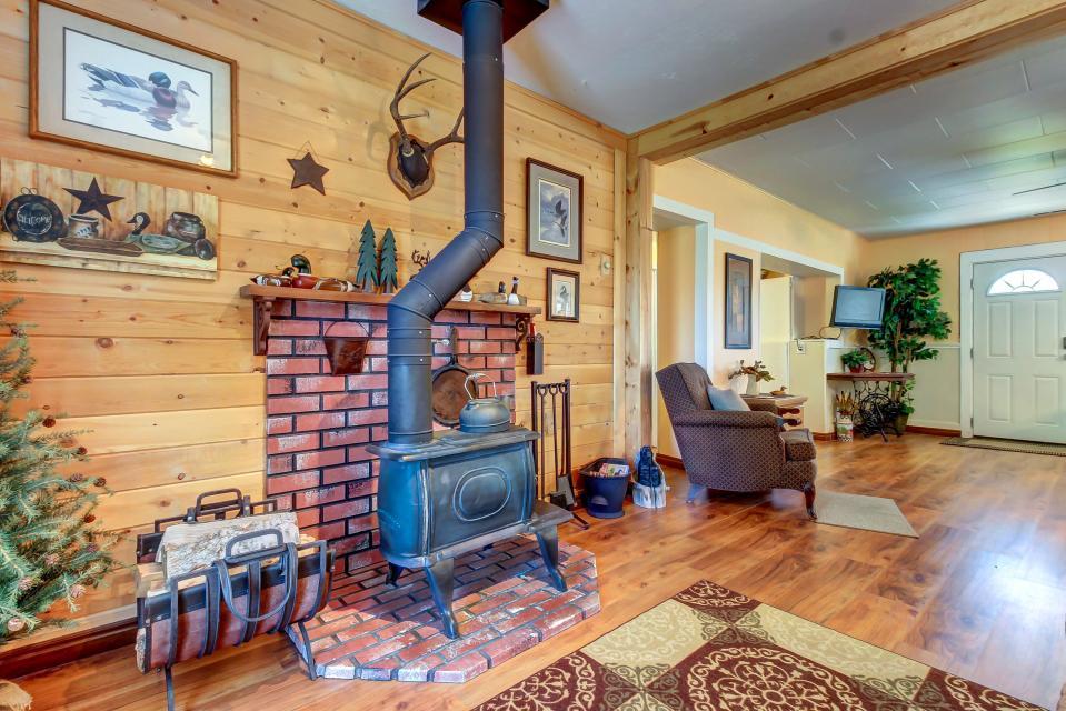 Ye Olde Yellow House - Parowan Vacation Rental - Photo 8