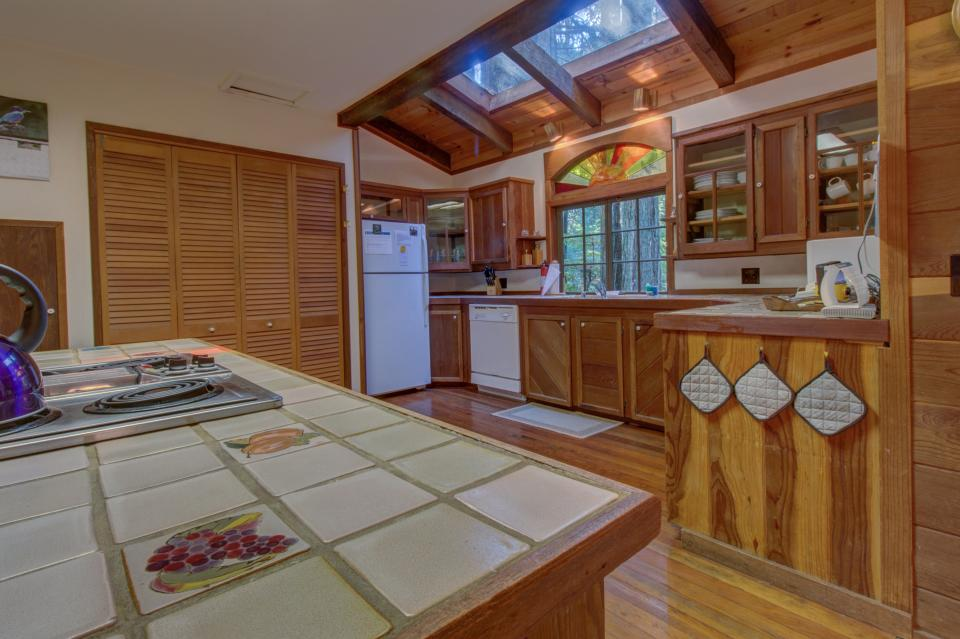 Fairy Ring Cottage - Mendocino Vacation Rental - Photo 10