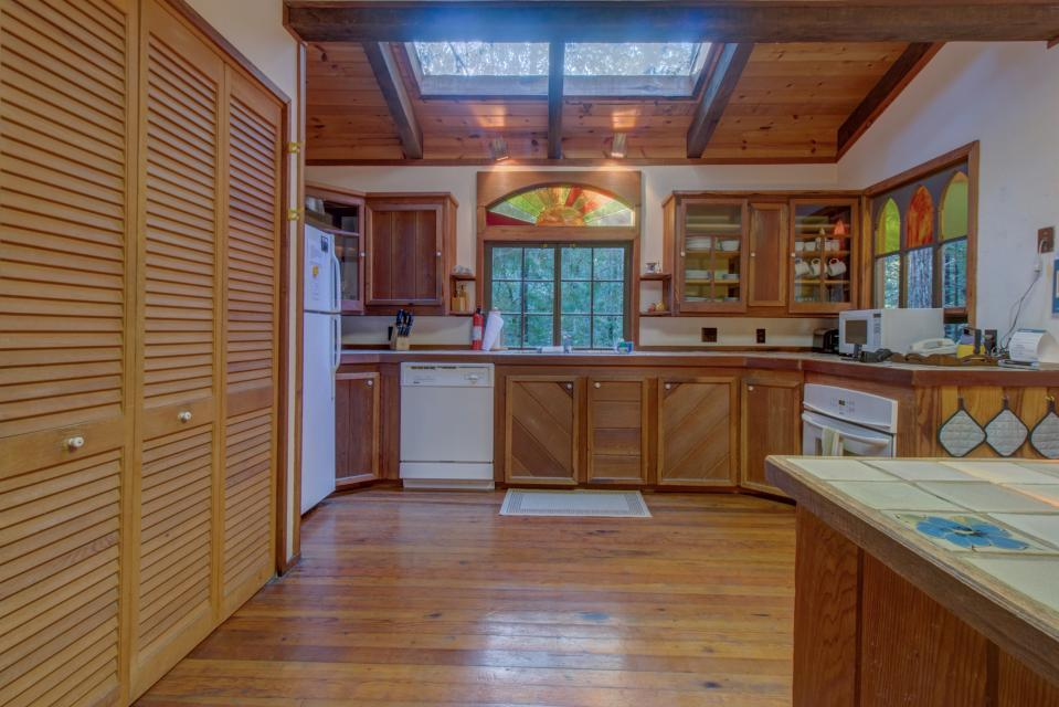 Fairy Ring Cottage - Mendocino Vacation Rental - Photo 4
