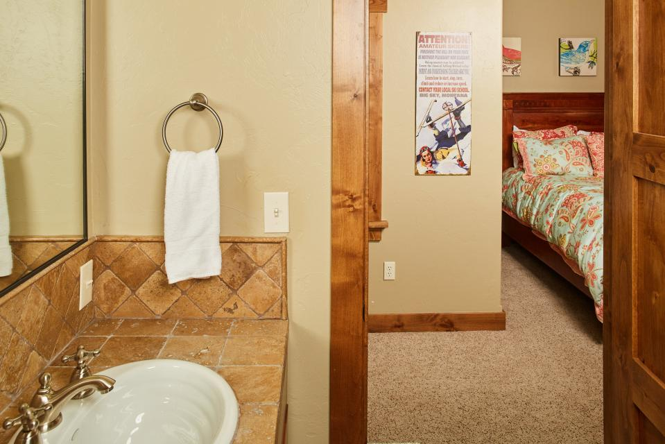 Essentia Townhome 145A - Big Sky Vacation Rental - Photo 15