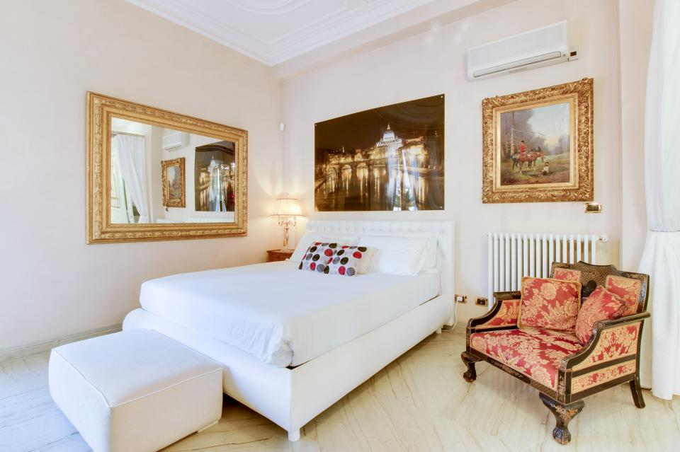 Spanish Steps Luxury Terrace Apartment - Rome Vacation Rental - Photo 12
