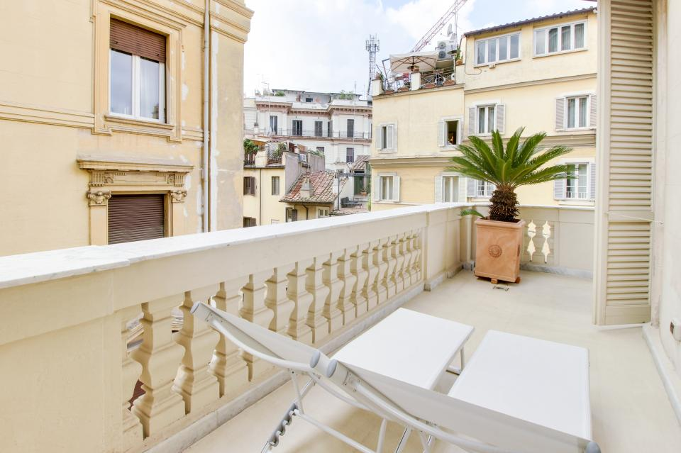 Spanish Steps Luxury Terrace Apartment - Rome Vacation Rental - Photo 3