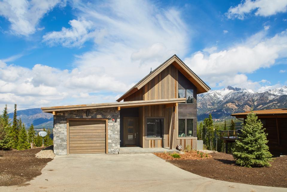 Silvertip cabin 11 6 bd vacation rental in big sky mt for Big sky cabin rentals