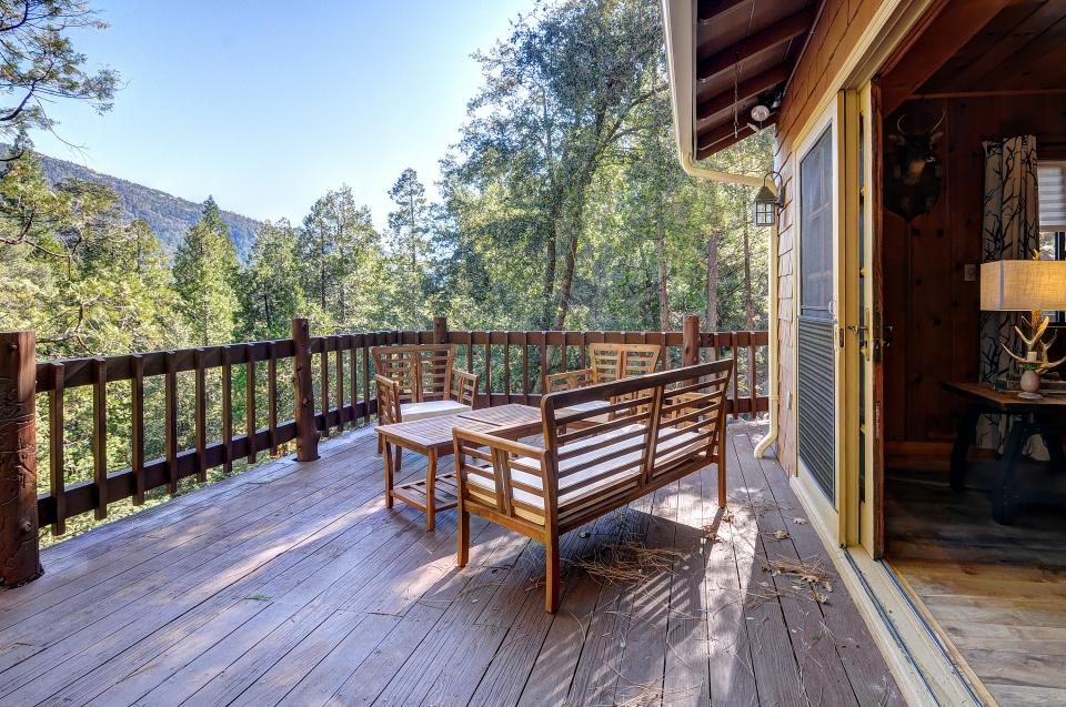 Lily View - Idyllwild Vacation Rental - Photo 2