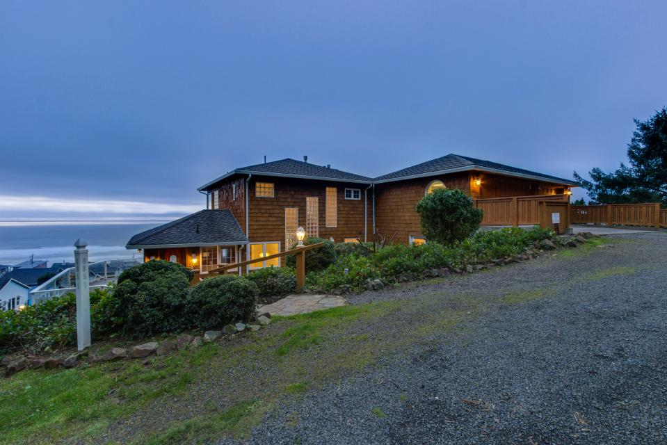 Neptune's Lookout - Lincoln City Vacation Rental - Photo 1