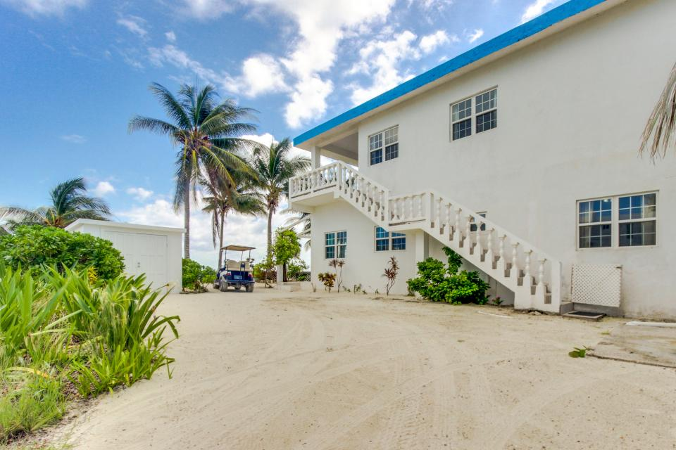 View the Blue (Whole House) - San Pedro Vacation Rental - Photo 4