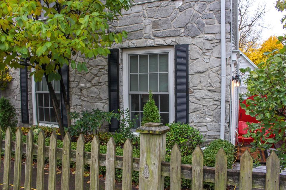 Garden studio studio vacation rental in burlington vt for The gardener burlington