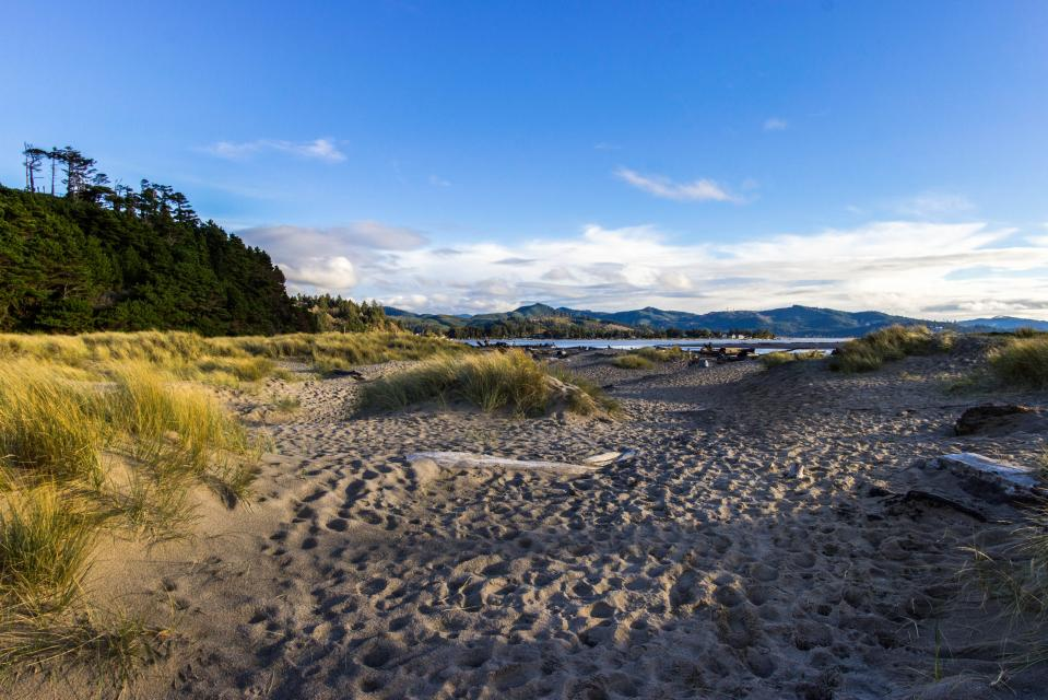 Taft Beach House - Lincoln City Vacation Rental - Photo 26