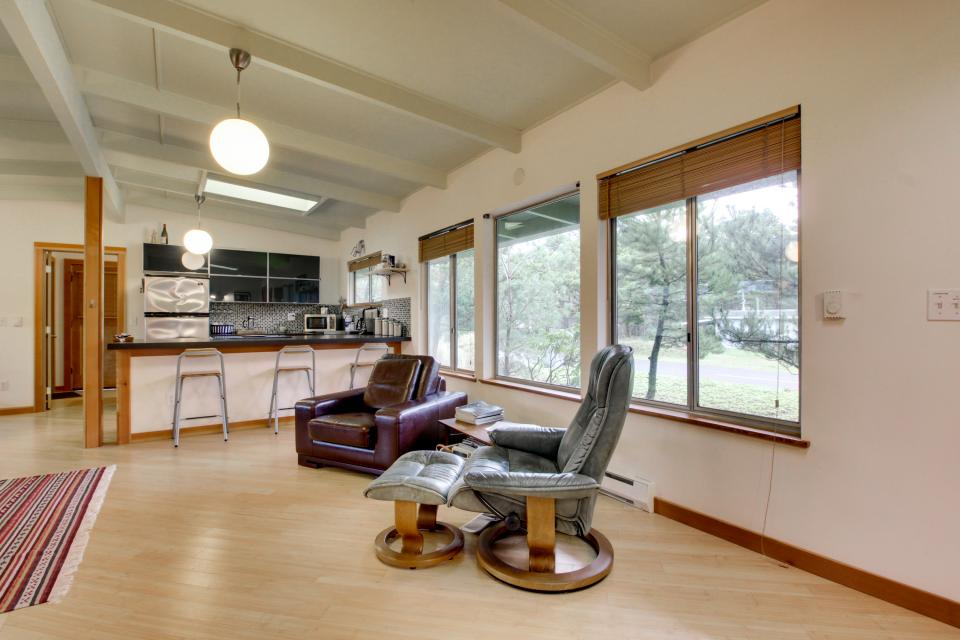 Beach Modern Retreat - Rockaway Beach Vacation Rental - Photo 12