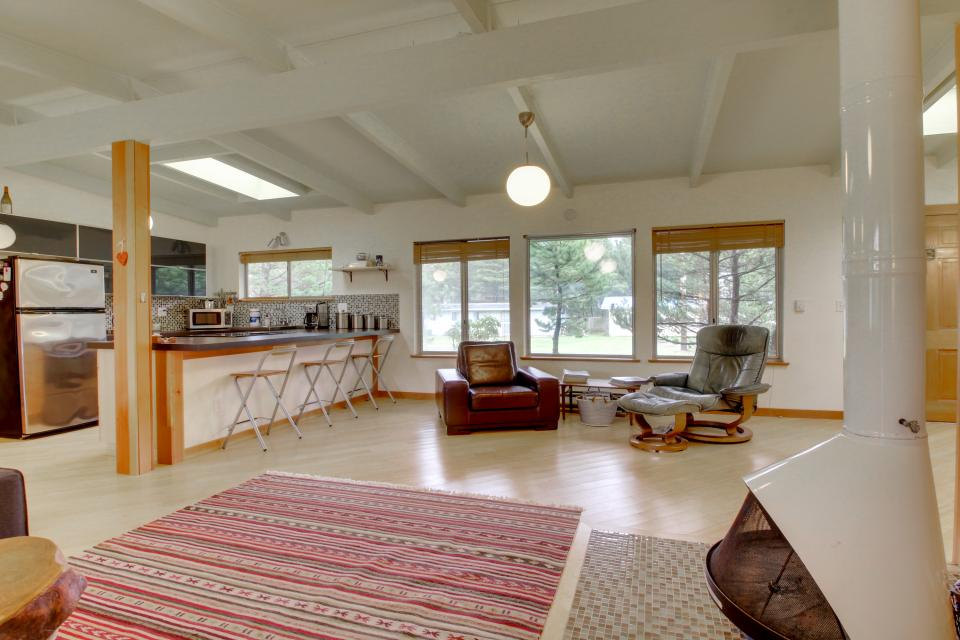 Beach Modern Retreat - Rockaway Beach Vacation Rental - Photo 6