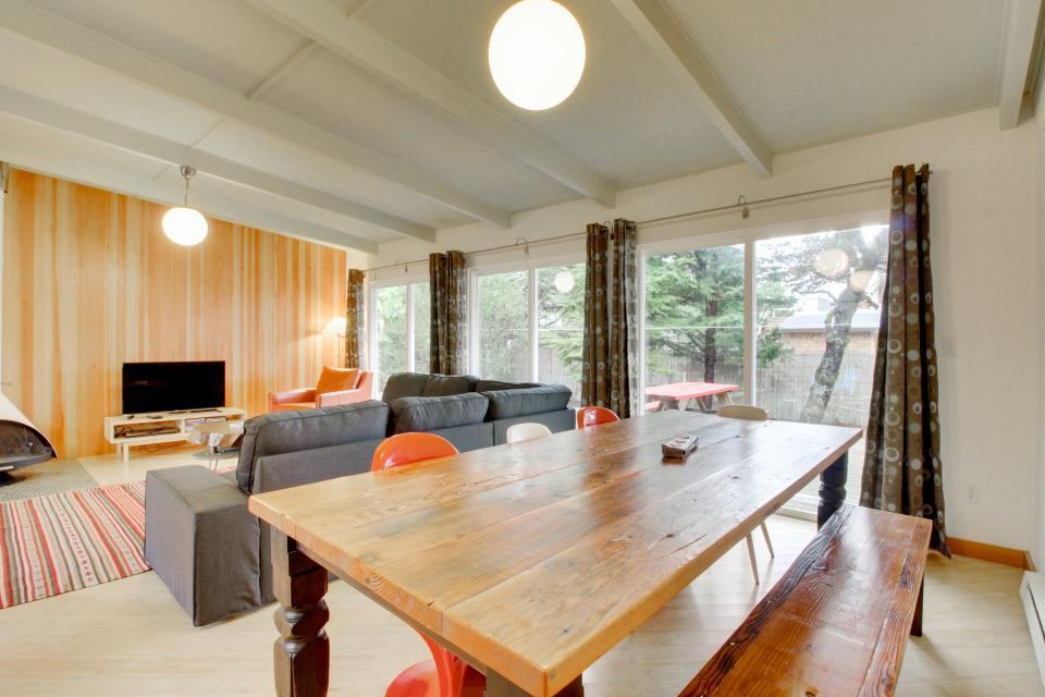 Beach Modern Retreat - Rockaway Beach Vacation Rental - Photo 2