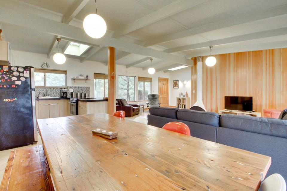 Beach Modern Retreat - Rockaway Beach Vacation Rental - Photo 8