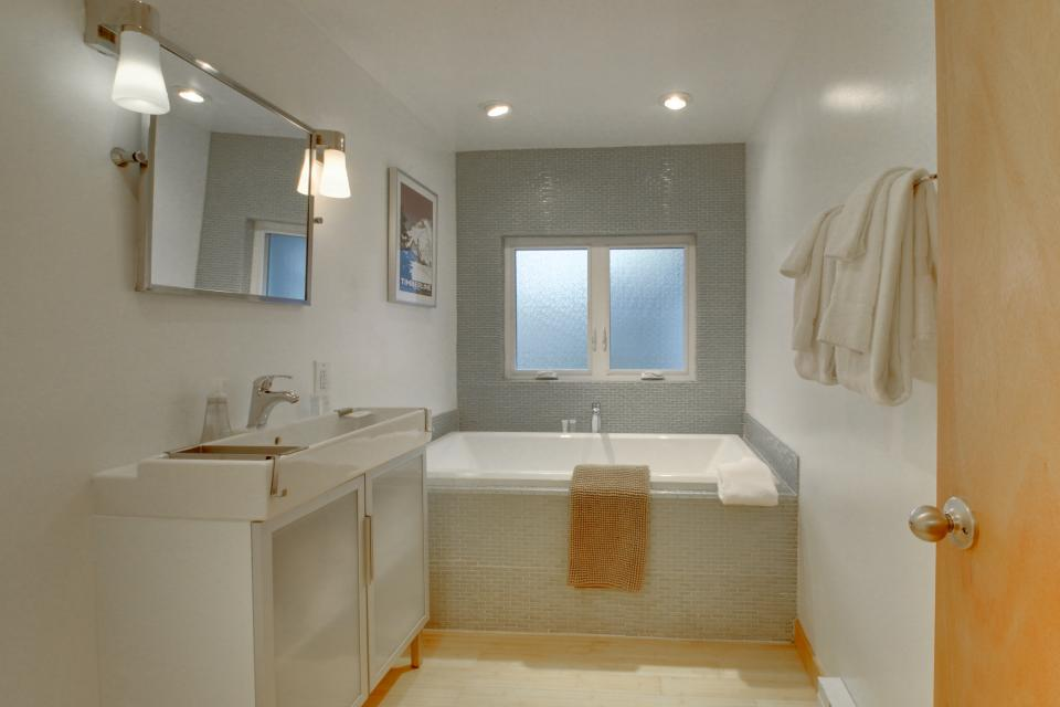 Beach Modern Retreat - Rockaway Beach Vacation Rental - Photo 19