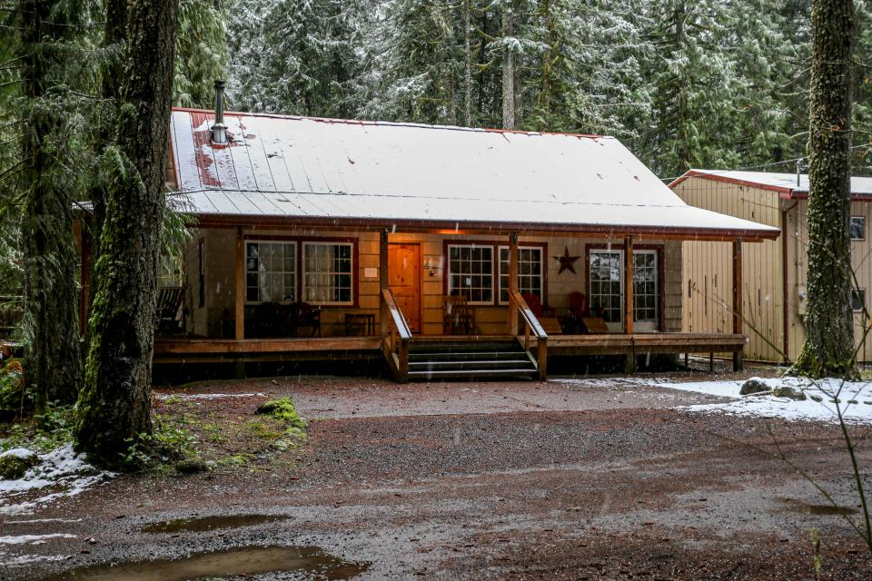 The Sharp Cabin - Rhododendron Vacation Rental - Photo 1