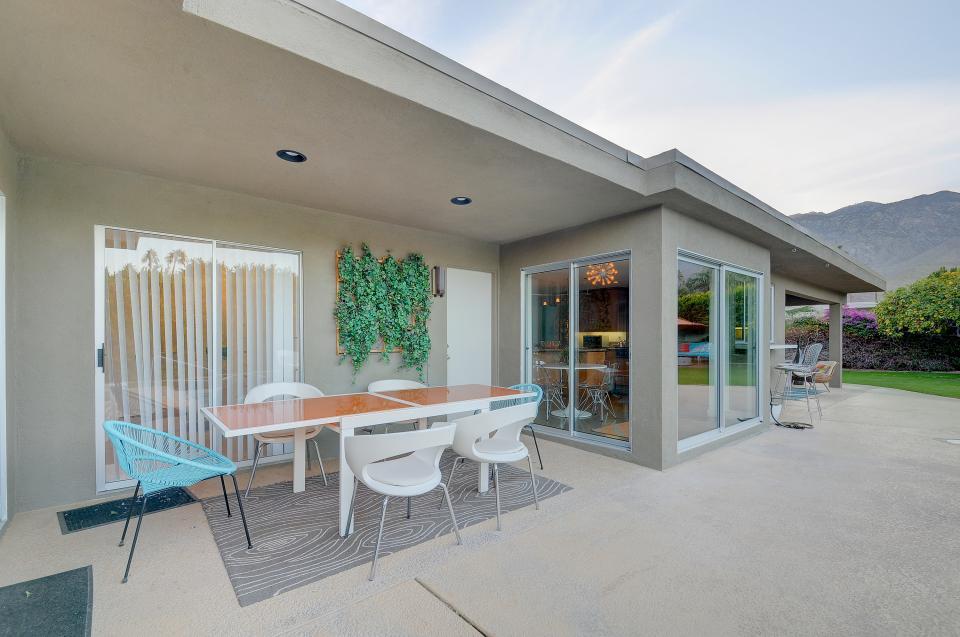 Retro Hip Desert Escape - Palm Springs Vacation Rental - Photo 7