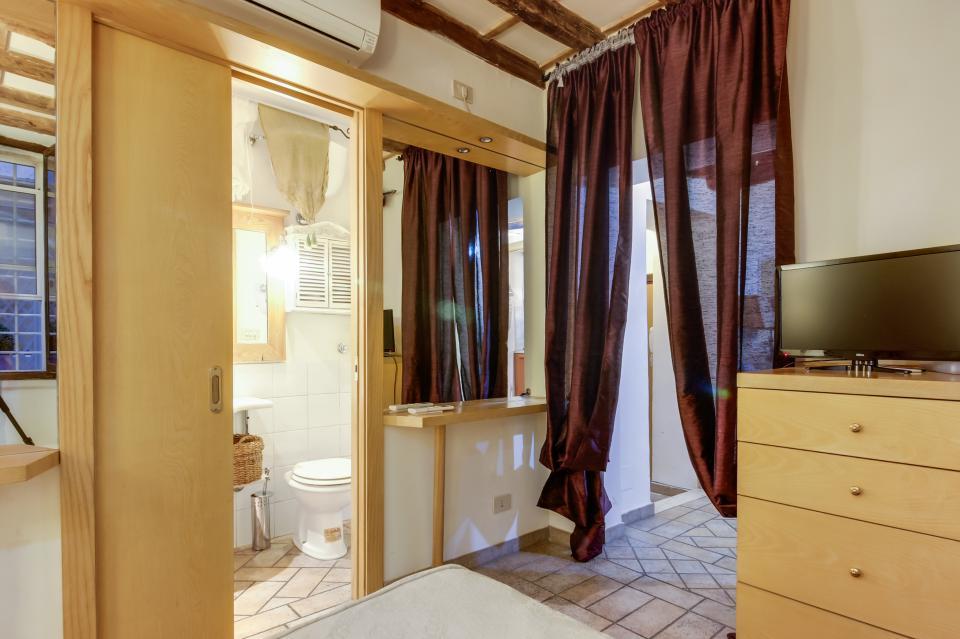 Savelli Navona Petite - Rome Vacation Rental - Photo 5
