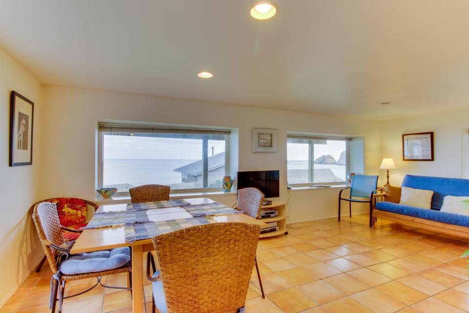 Hale Kaalawai Unit B - Oceanside Vacation Rental - Photo 6