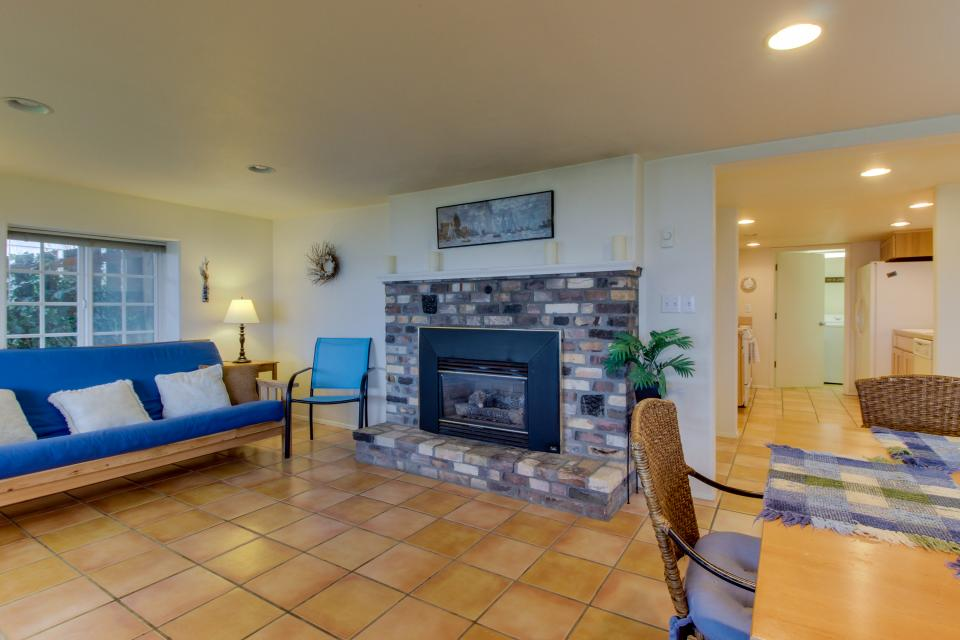 Hale Kaalawai Unit B - Oceanside Vacation Rental - Photo 2