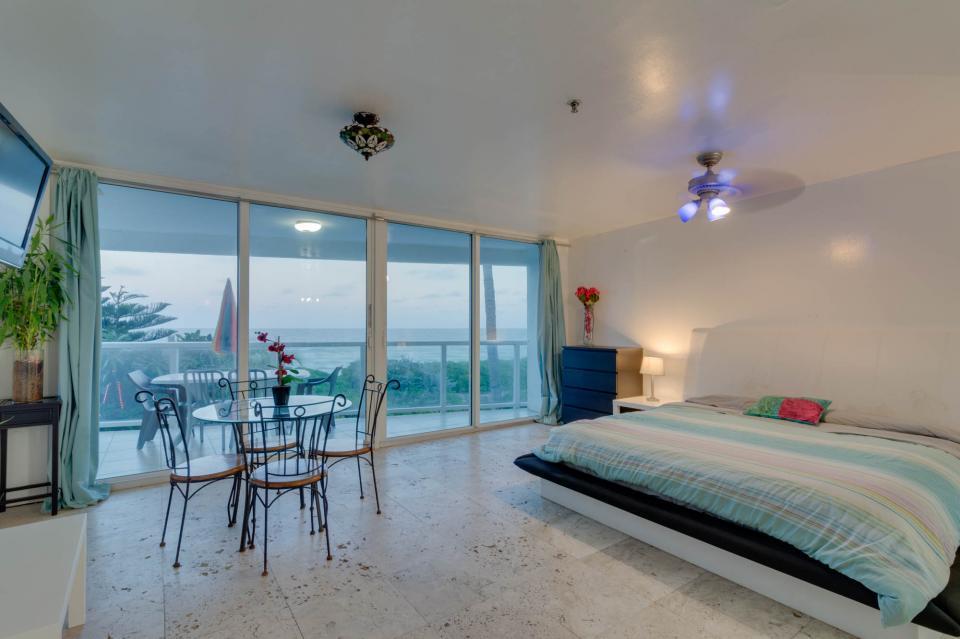 Castle Beach: Pavillon 7 Condo - Miami Beach Vacation Rental - Photo 6