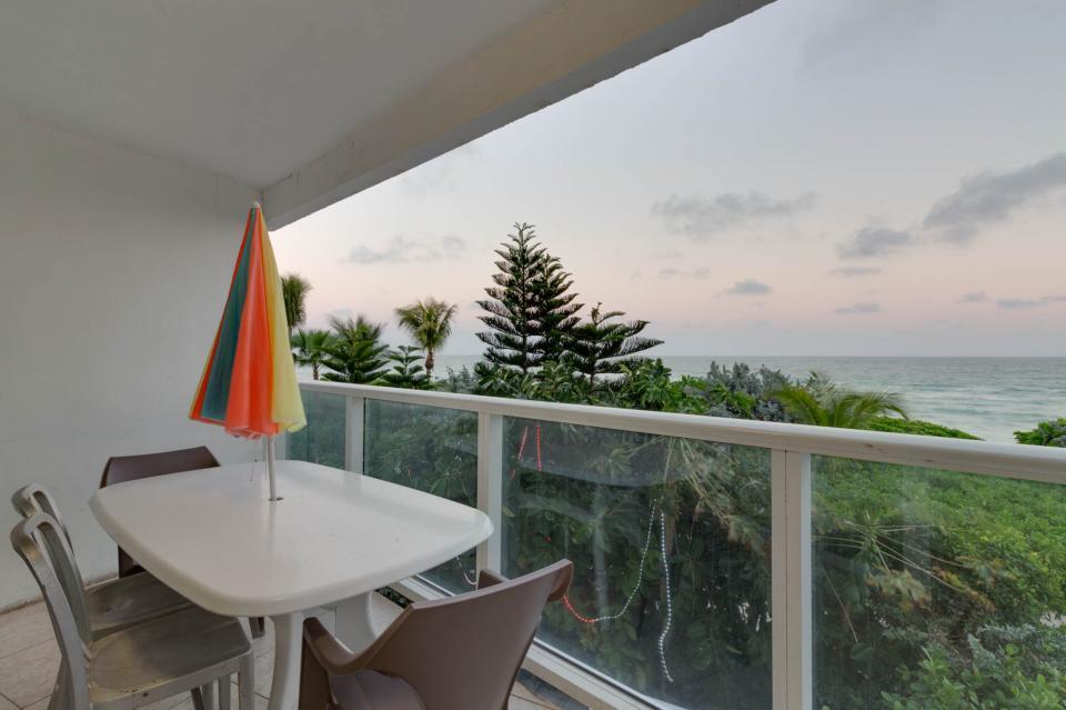 Castle Beach: Pavillon 7 Condo - Miami Beach Vacation Rental - Photo 2