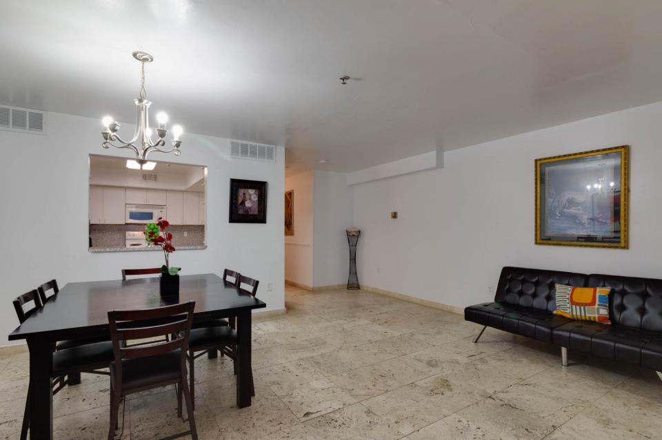 Castle Beach: Pavillon 7 Condo - Miami Beach Vacation Rental - Photo 12