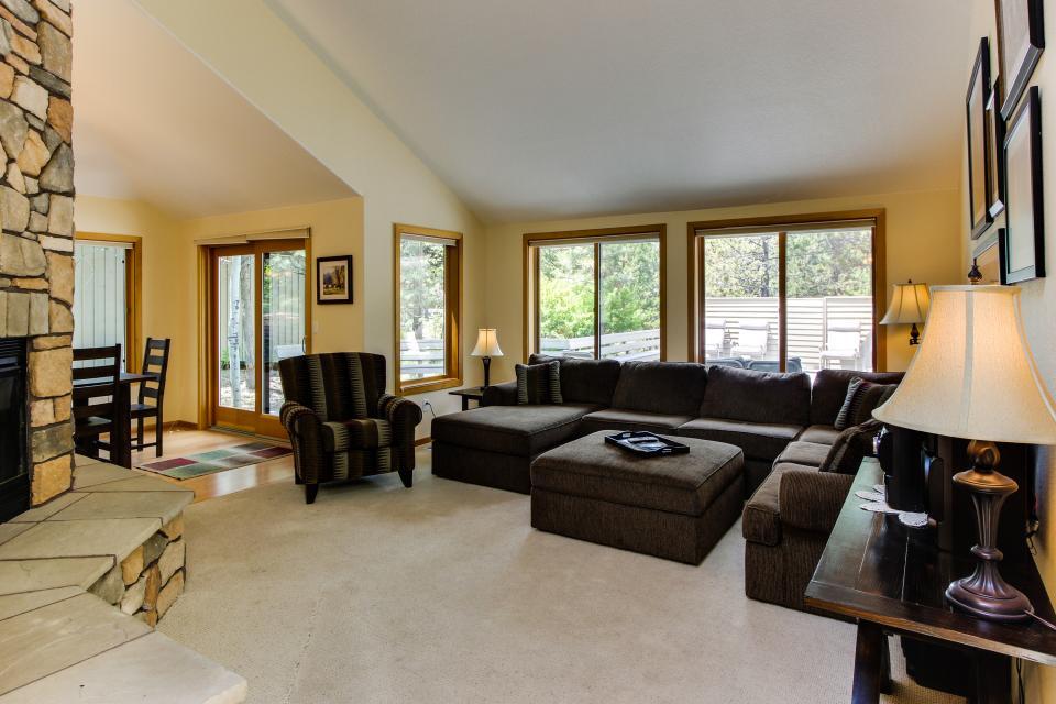 15 Lassen Lane - Sunriver Vacation Rental - Photo 1