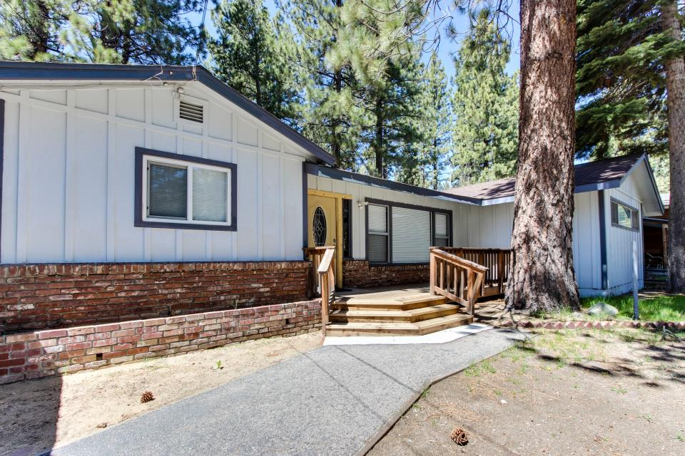 California Pines Family Home - South Lake Tahoe Vacation Rental - Photo 5