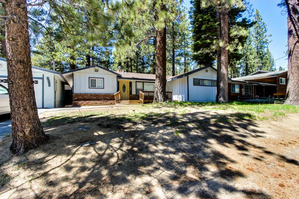 California Pines Family Home - South Lake Tahoe Vacation Rental - Photo 32