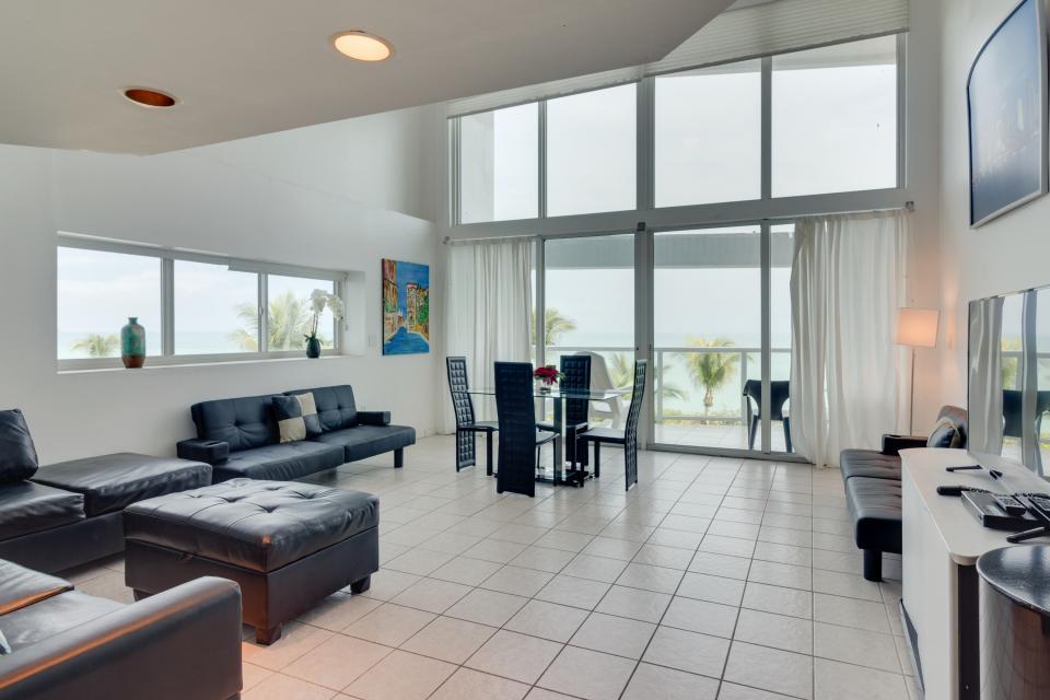Castle Beach: Pavillon 1 Condo - Miami Beach Vacation Rental - Photo 3