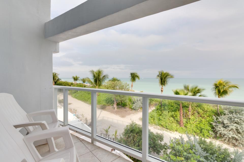Castle Beach: Pavillon 1 Condo - Miami Beach - Take a Virtual Tour