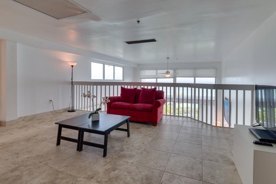Castle Beach: Pavillon 1 Condo - Miami Beach Vacation Rental - Photo 8