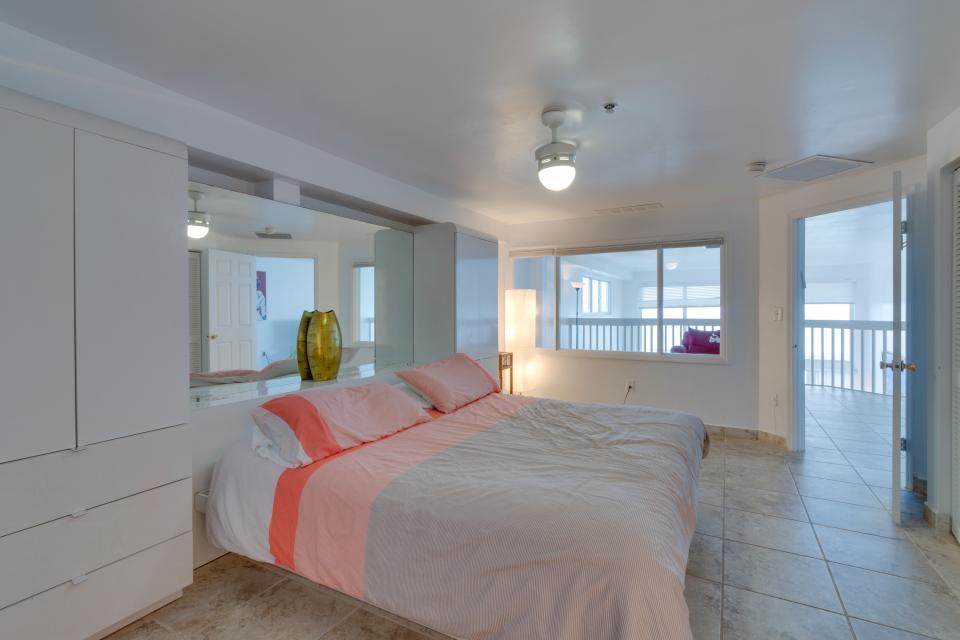 Castle Beach: Pavillon 1 Condo - Miami Beach Vacation Rental - Photo 10
