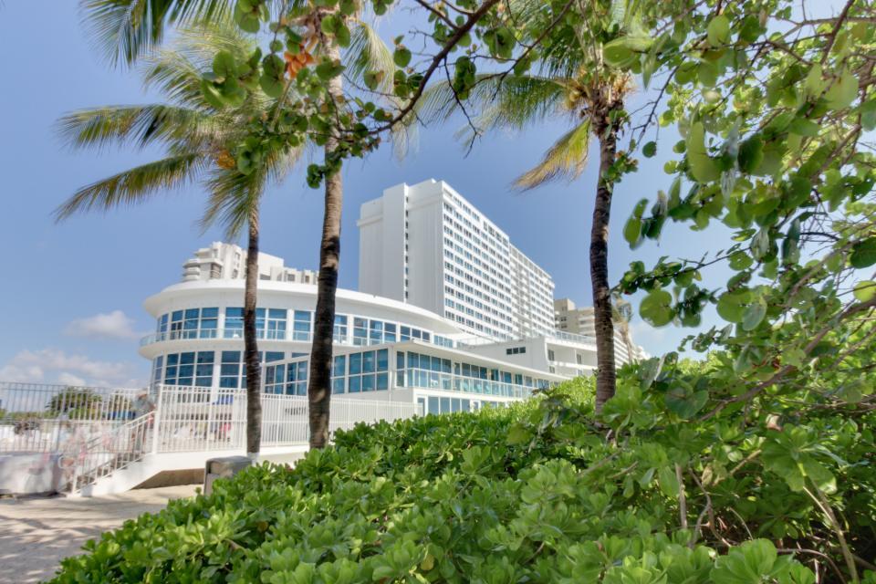 Castle Beach: Pavillon 1 Condo - Miami Beach Vacation Rental - Photo 22