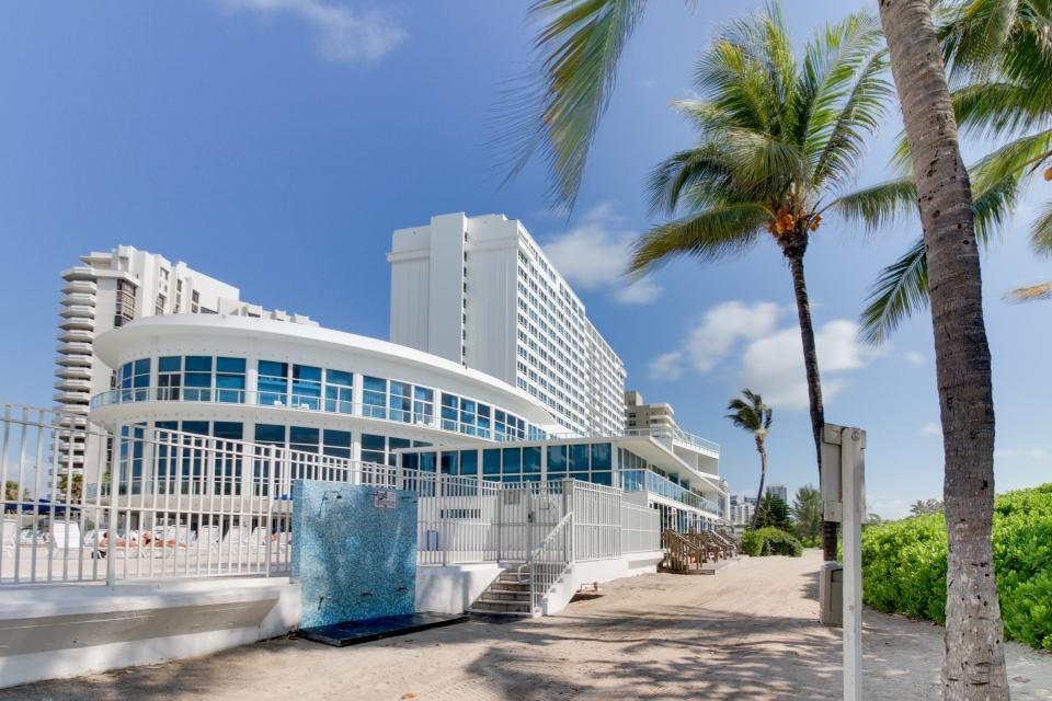 Castle Beach: Pavillon 1 Condo - Miami Beach Vacation Rental - Photo 23