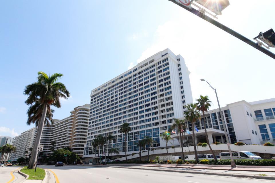 Castle Beach: Pavillon 1 Condo - Miami Beach Vacation Rental - Photo 33