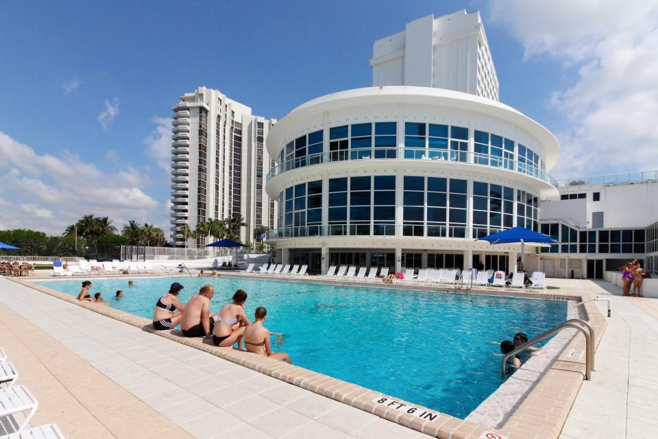 Castle Beach: Pavillon 1 Condo - Miami Beach Vacation Rental - Photo 14