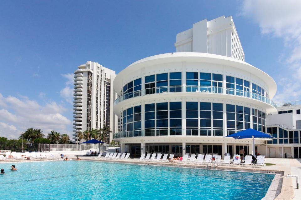 Castle Beach: Pavillon 1 Condo - Miami Beach Vacation Rental - Photo 15