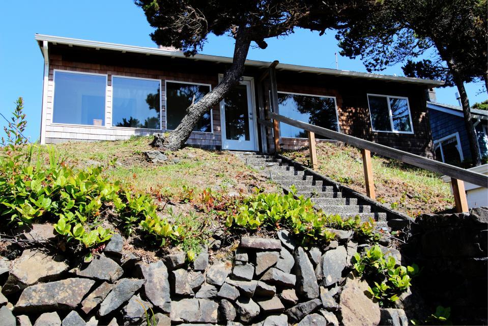 Auntie's House - Rockaway Beach Vacation Rental - Photo 1