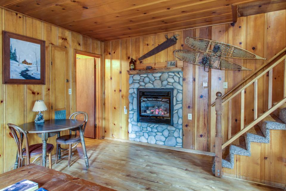 Spruce Grove Snowshoe Cabin - South Lake Tahoe Vacation Rental - Photo 7
