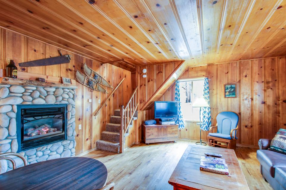 Spruce Grove Snowshoe Cabin - South Lake Tahoe Vacation Rental - Photo 6