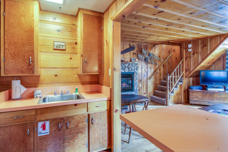 Spruce Grove Snowshoe Cabin - South Lake Tahoe Vacation Rental - Photo 10