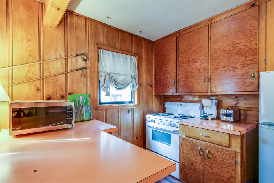 Spruce Grove Snowshoe Cabin - South Lake Tahoe Vacation Rental - Photo 8
