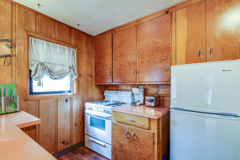 Spruce Grove Snowshoe Cabin - South Lake Tahoe Vacation Rental - Photo 9