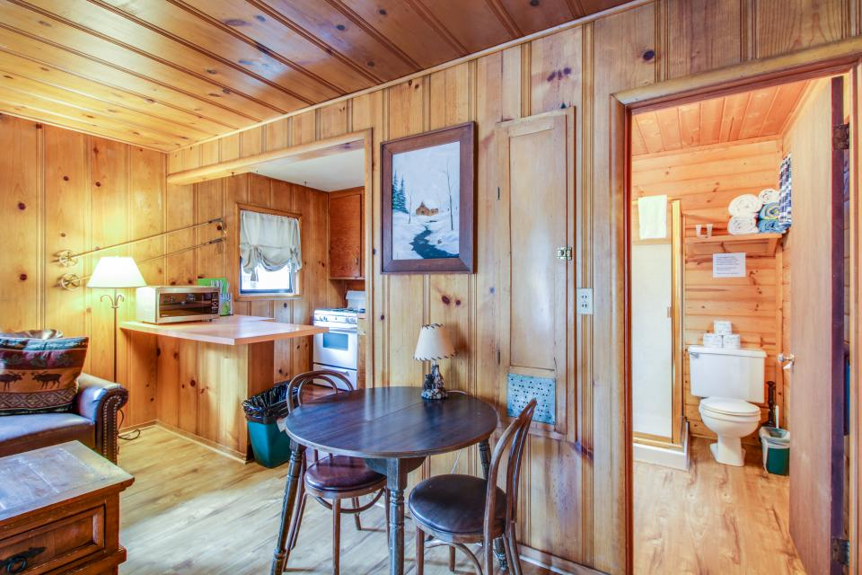 Spruce Grove Snowshoe Cabin - South Lake Tahoe Vacation Rental - Photo 11