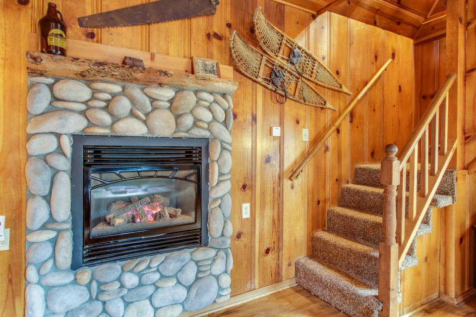 Spruce Grove Snowshoe Cabin - South Lake Tahoe Vacation Rental - Photo 5
